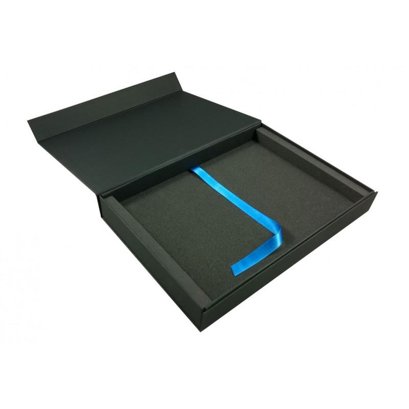 coffret livre photo cewe comboost noir avec ruban bleu satin. Black Bedroom Furniture Sets. Home Design Ideas